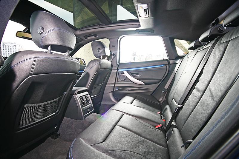 後座空間受惠於長軸距為車系之最,適合經常有滿載需求的買家選購。