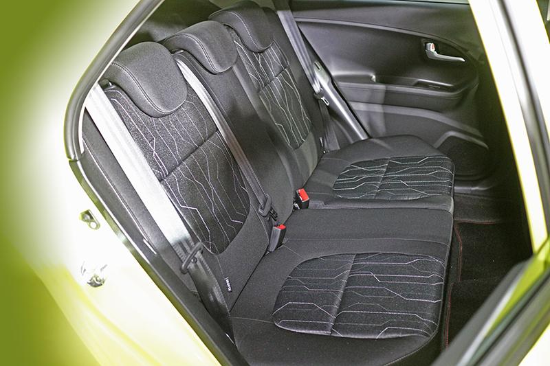 儘管Morning車身不大,但後座空間依舊足以舒適乘載成人入內。