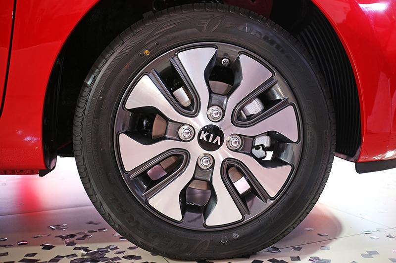 雙色鋁圈也是同級車中唯一配置。