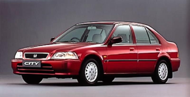 1990年代車身尺碼越來越大,於1996年導入國內的CITY也有著比起同級車更顯寬闊的空間。