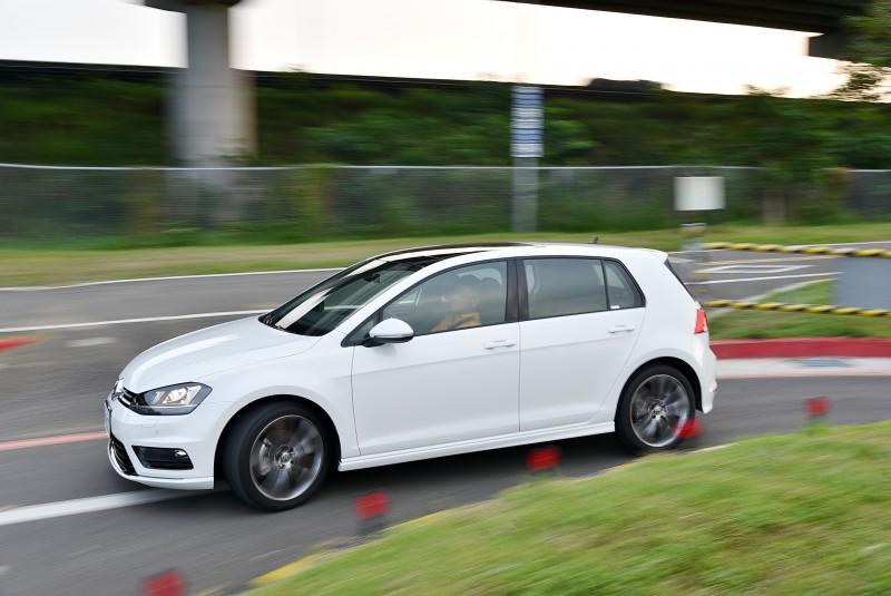 150hp/25.5kgm動力帶動1288kg車身綽綽有餘也有幾分運動化色彩