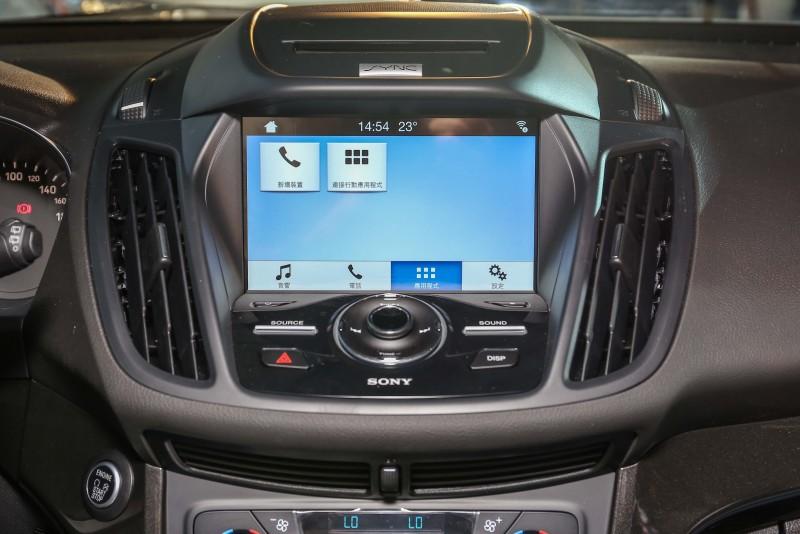升級後的全新 SYNC 3娛樂通訊整合系統,提供繁體中文介面,駕駛者可透過語音指令、方向盤控制鍵控制車內多項通訊娛樂功能。