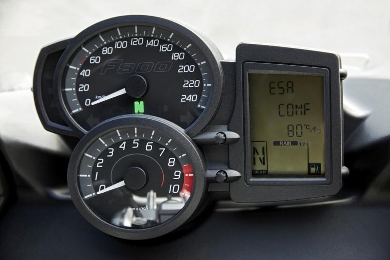 儀表造型也重新設計。