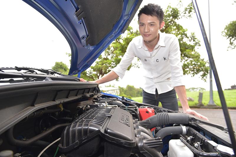 作為新手業務,穆穆正積極尋找第一輛屬於自己的新車。