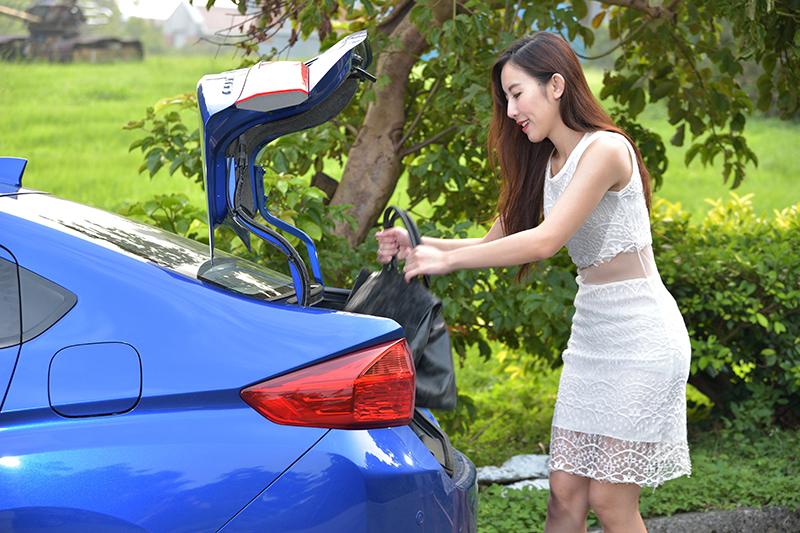 Honda CITY可6 / 4分離的後座椅背一旦放倒,可成就足足485公升置物容積,是國產同級車中最大的。