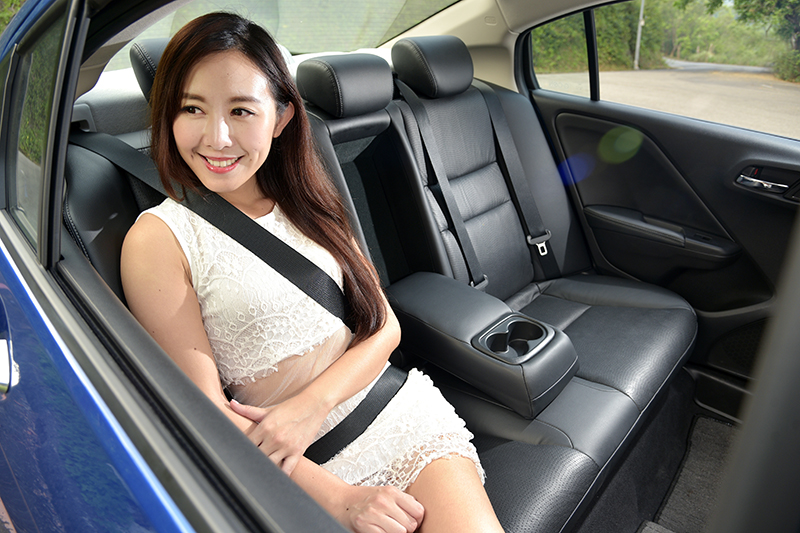 Honda CITY的車廂不只寬敞舒服,各方面的設計也讓人感覺非常細緻。