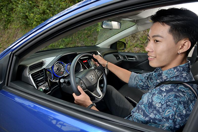 握著Honda CITY的方向盤,Kent發出了開心的笑容。