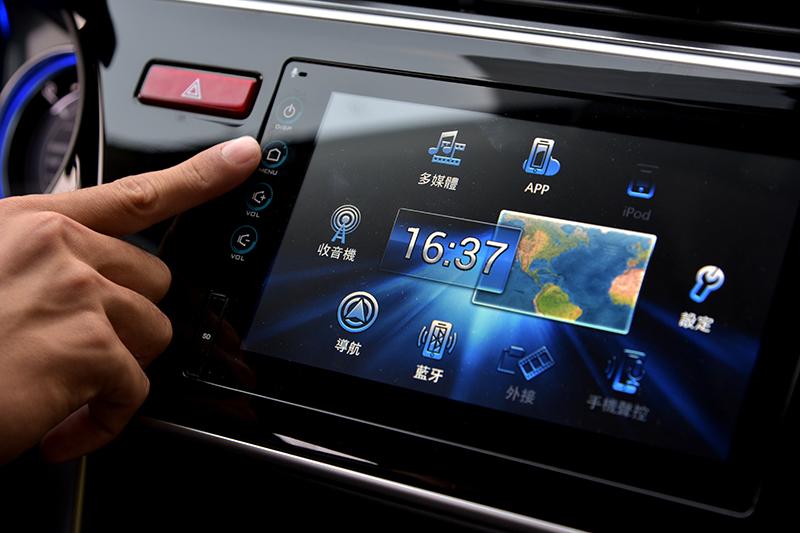觸控介面主機不只科技感滿點,同時也讓使用更加便利。