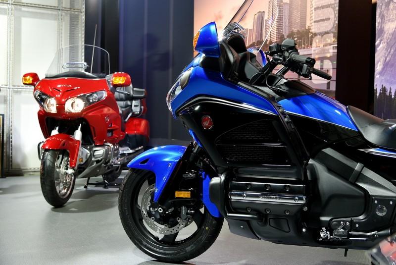 2017 Honda Goldwing提供經典白、典雅紅與琉璃藍可供選擇