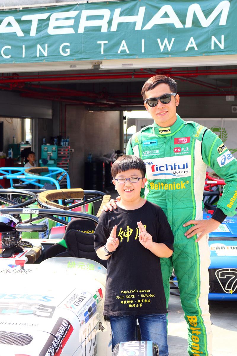 熱愛賽車的明星姚元浩已連續兩年參賽,成績相當不錯,獲得本年度紳士組的年度冠軍,比賽期間也都會與車迷或粉絲互動合照,十分親切。