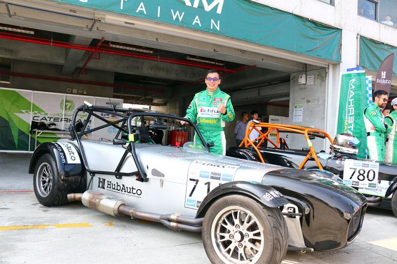 知名賽車教練李一統也前來小試身手。