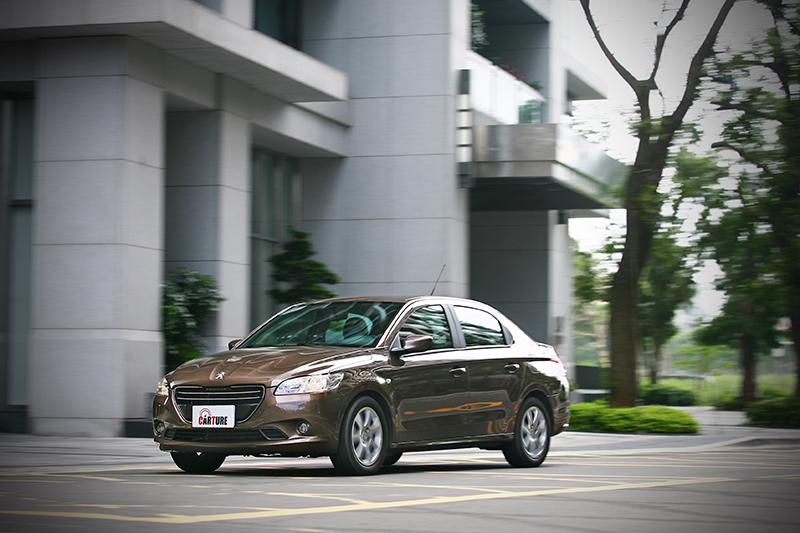 靈活兼具舒適是法系車向來操控部分的強項,在301上頭依舊清晰可見。
