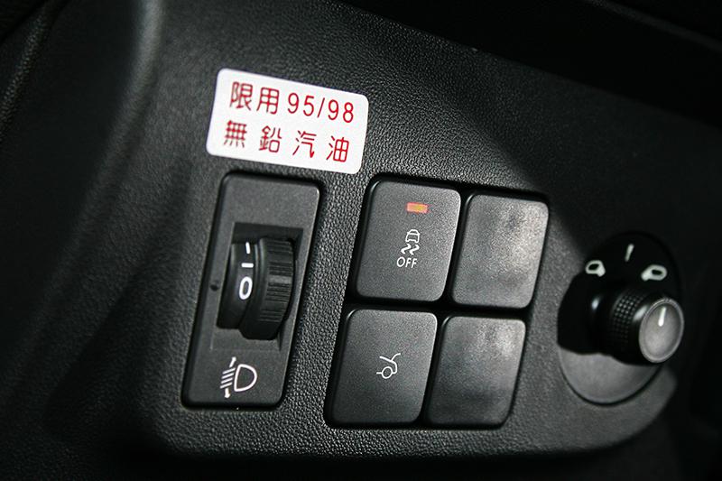 全車系標配四氣囊外加ESP電子車身穩定控制系統,主被動安全機制有其水準。