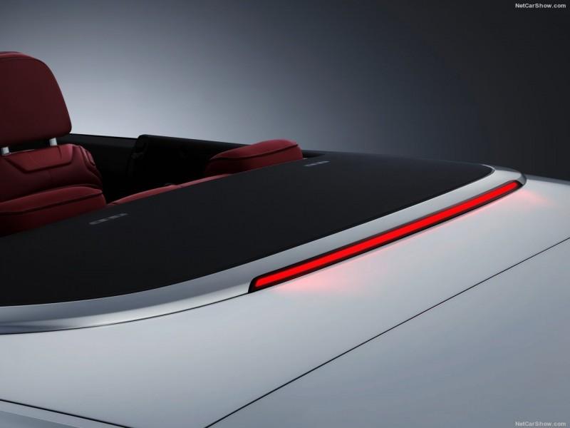 第三剎車燈向Bentley、Porsche車款看齊,設計於行李廂與鋁合金邊框交界