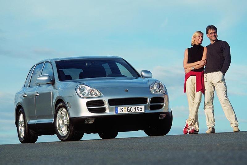 2002年令世人震驚的首代Cayenne問世,Porsche創造了一款全方位的性能坐駕。