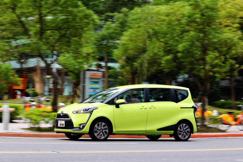 Sienta已不會有過去Toyota過去被詬病的軟腳現象,懸吊設定對應臺灣路況可說是軟硬適中。