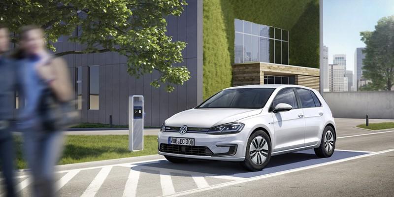 在CCS標準充電站(直流DC,40 kW)為e-Golf充電時,一小時內就能充飽到80%電量
