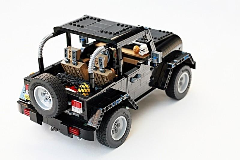 提供硬式車頂供搭配,展現不同外觀風格。