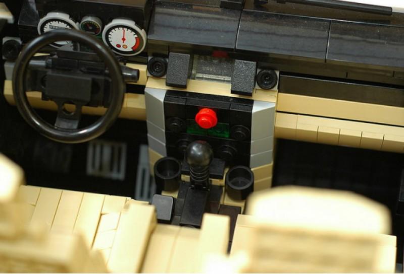 儀表板與中控台是不是與實車一模一樣!