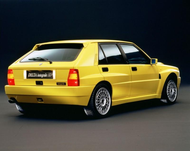 斜背尾門設計讓Lancia Delta的長寬比例顯得剛剛好