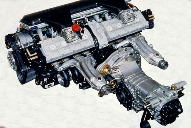 Cizeta V16T採用兩具Lamborghini V8引擎(曲軸凸輪軸都不共用)與變速箱成T字型結構,是相當罕見的設計