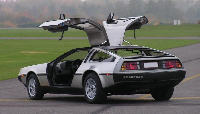 車上搭載Renault V6引擎,採用後置後驅設定