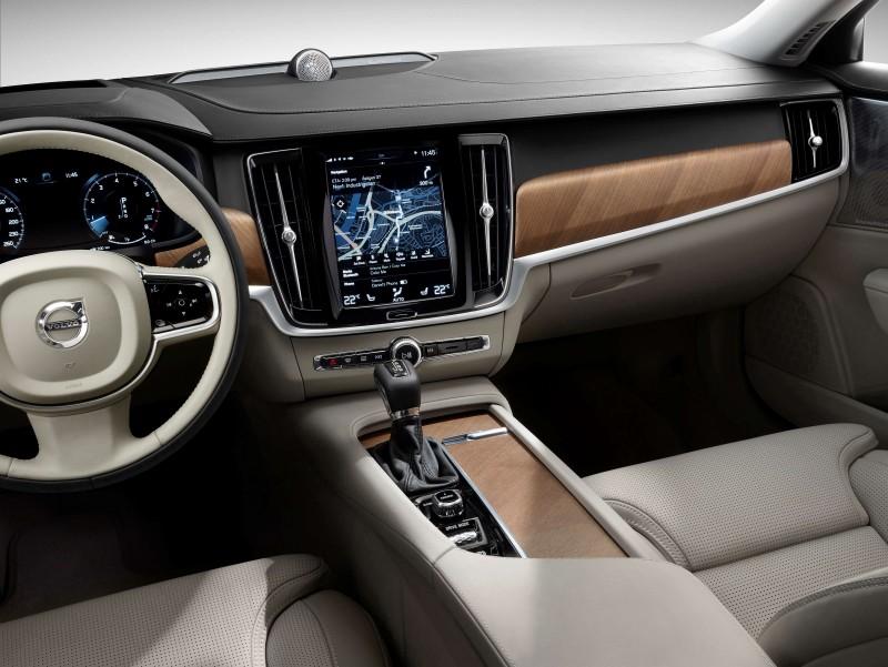 直覺式9吋觸控中控台螢幕整合全車功能,大幅減少車內按鍵,搭配12.3 吋數位整合資訊儀錶組,讓駕駛能輕鬆判讀所有行車資訊,更能專注於眼前路況。