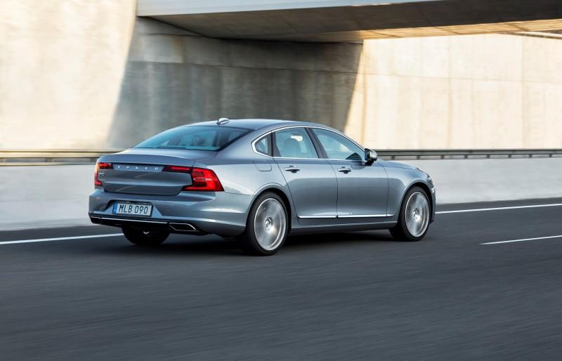S90搭載T5汽油引擎與D4柴油引擎兩款動力系統,標配八速手自排動力系統。