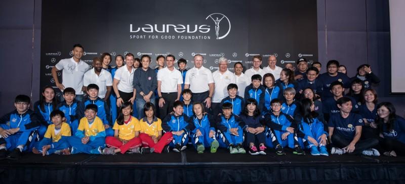台灣賓士總裁邁爾肯、勞倫斯代表、救助協會、台電女籃及教練錢薇娟、陳建州與種子師資齊誓師用運動翻轉台灣青少年未來。