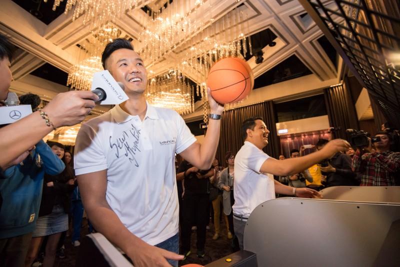 前國手陳建州寶刀未老,與勞倫斯代表進行籃球切磋。