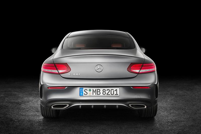 車尾部分比較容易分辨些,同樣上為E-Class Coupe下為C-Class Coupe。