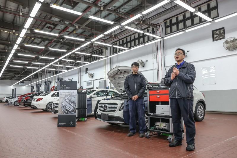 記者會中也介紹新車整備中心的流程,首先為Xentry測試,使用診斷電腦執行電系快速診斷,同時針對引擎冷卻系統進行加壓測漏。