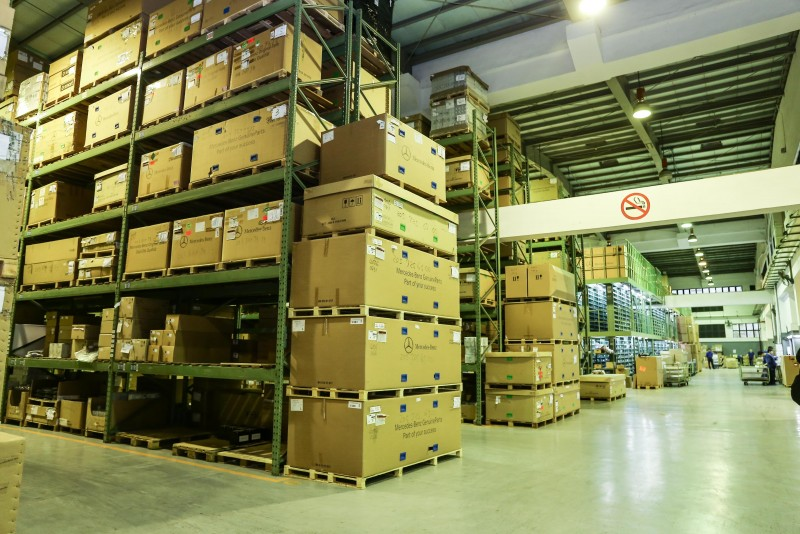 也介紹CPD-進儲區,Mercedes-Benz全台26個原廠經銷保養點的零件皆來自此處。