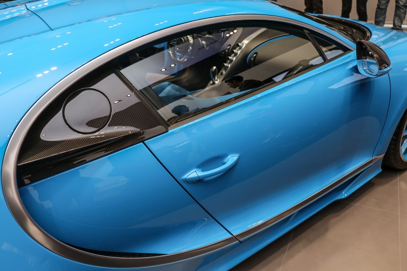 正側欣賞更展現車側弧形線條的力道與美感。