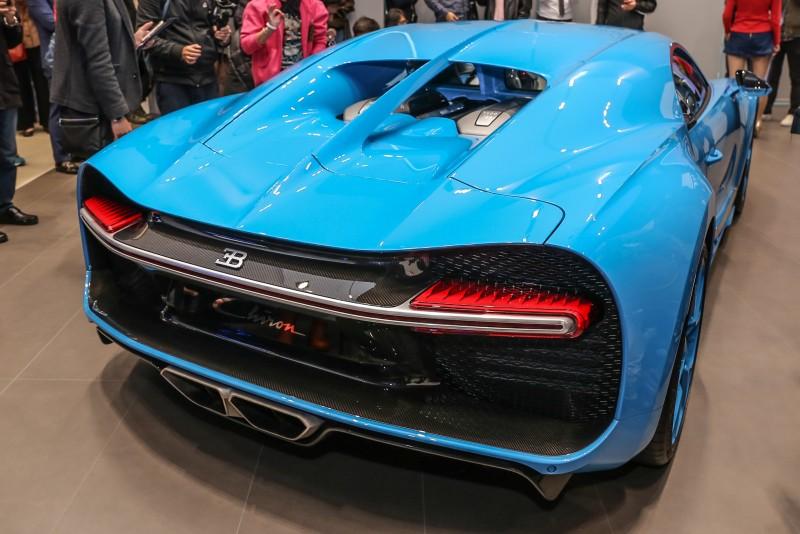 車身後方單一線條獨家尾燈設計。