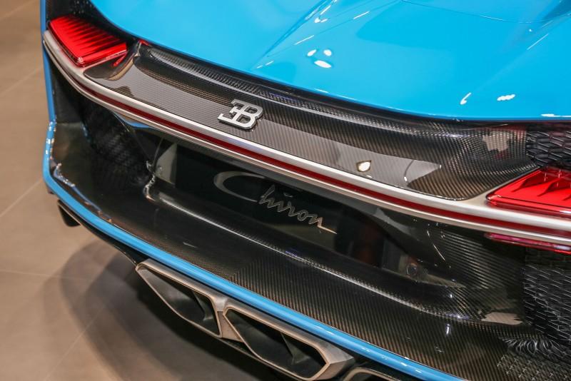 碳纖維車身材質不吝嗇的於外觀展現。