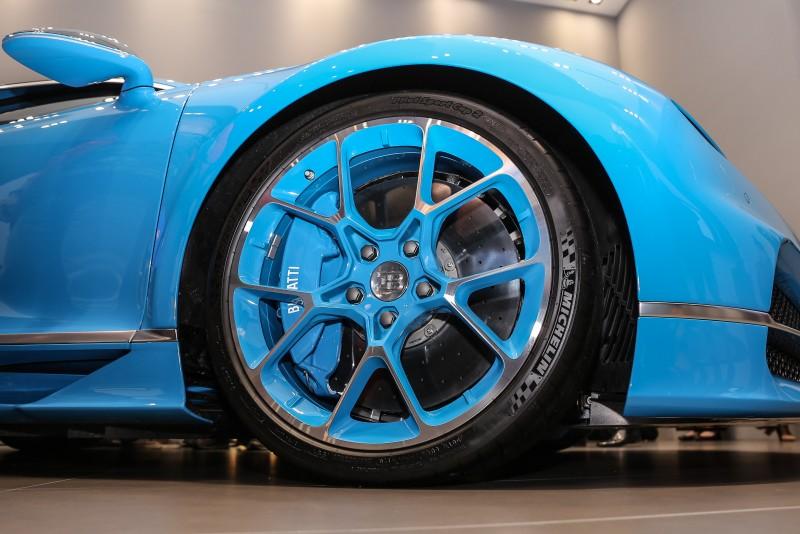 Chiron搭載由Michelin客製化生產的專屬輪胎,尺碼為前285/30R20、後355/25R21。