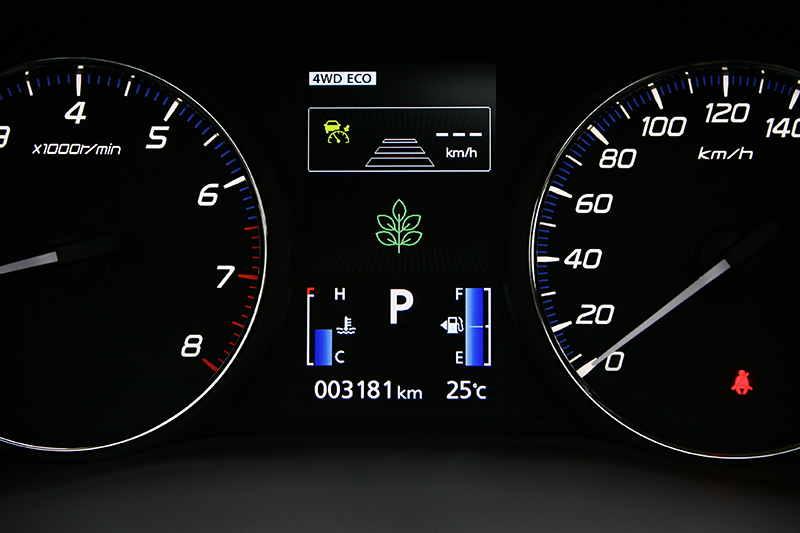 中央顯示幕上方的ACC 主動車距控制巡航系統介面可偵測與前方車輛距離並自動維持安全車距,讓長途駕駛更顯輕鬆愜意。