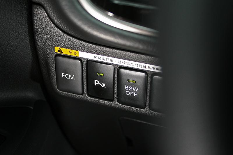 FCM 主動式智慧煞車輔助系統能在發生碰撞危險前加以警示,並且輔助駕駛者制動煞停以確保更加周延完整的安全防護機制。