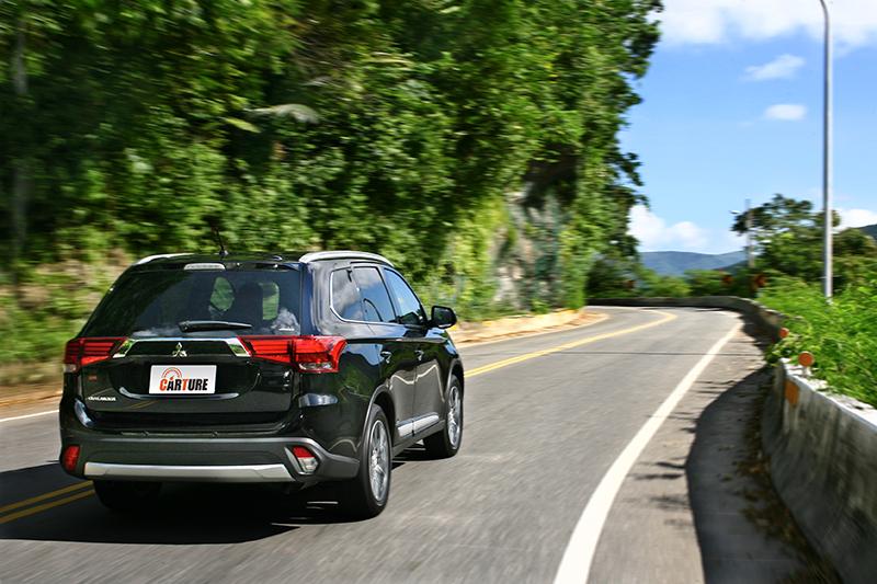 NEW OUTLANDER 全方位的安全系統守護,提供行車時面面俱到的防備措施。