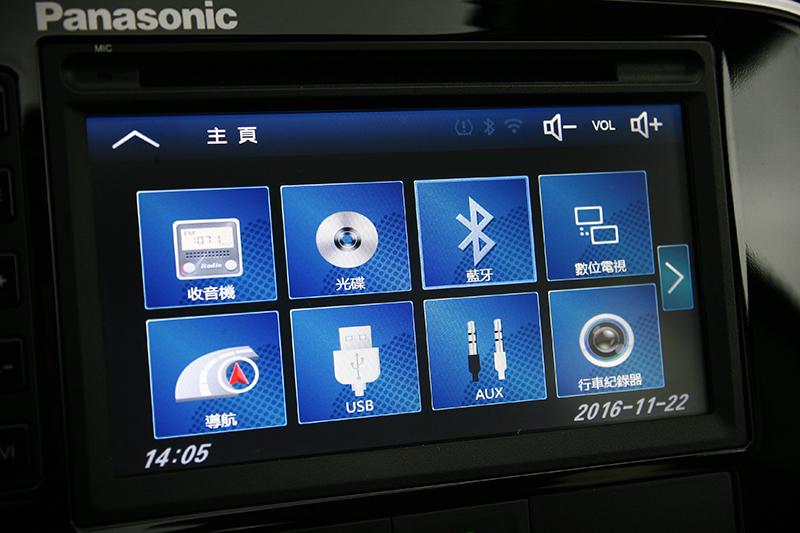 由Panasonic所提供的多媒體觸控式影音系統,讓行車時光更加豐富精彩。