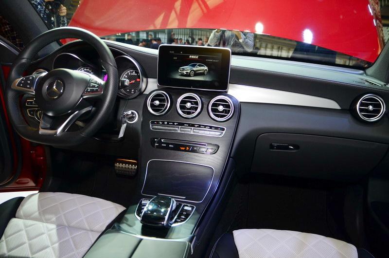 全新GLC Coupe座艙標準配備AMG內裝套件,充分展現熱血與豪華並濟的跑旅特色。