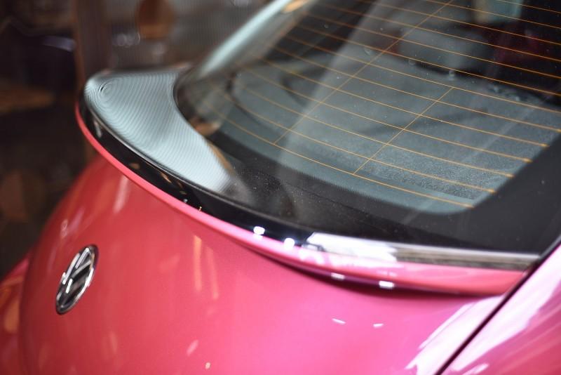 #PinkBeetle配有量身訂製的外觀造型,其中包括PINK專屬雙色運動化後尾翼