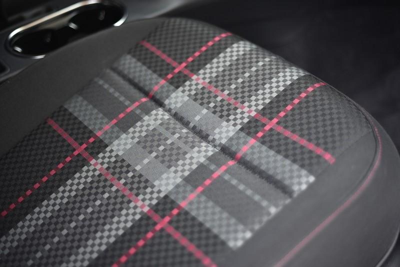 PINK專屬舒適型織布座椅(格菱紋/PINK縫線)
