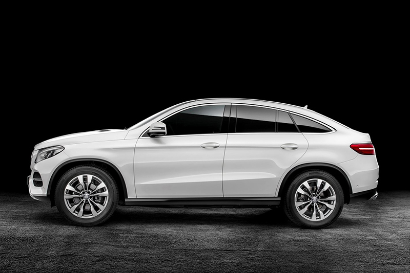 Mercedes-Benz GLE Coupe則為目前級距中的後起之秀,圓潤風格與X6較為接近。