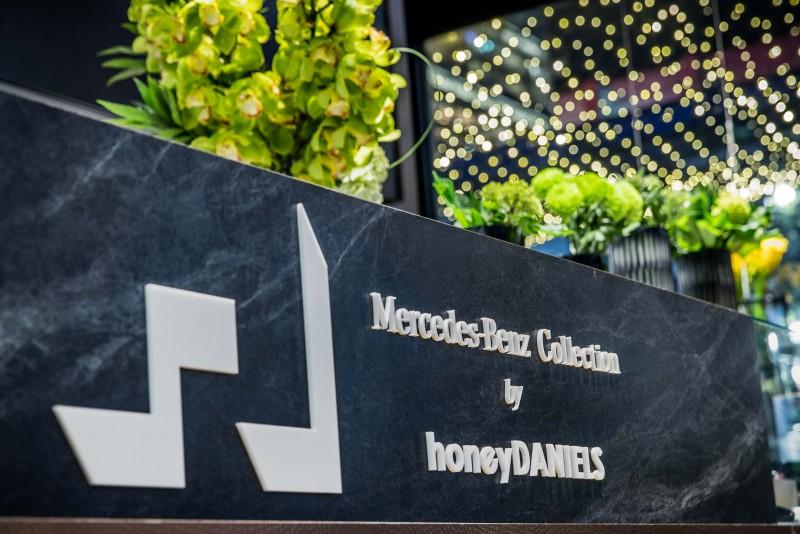 花藝部分邀請 honeyDANIELS 時尚花藝總監陳譓如 (Violette Chen) 與 Mercedes-Benz Collection 精品結合呈現視覺與嗅覺的藝術空間。