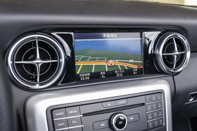 標準配備的Audio 20音響系統整合7吋高解析度彩色螢幕。