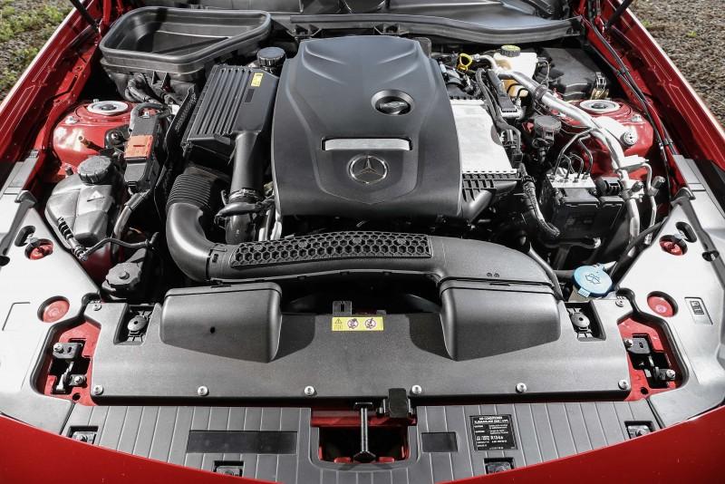 SLC 200搭載2.0升渦輪增壓汽油引擎,具備184hp/300Nm輸出表現。