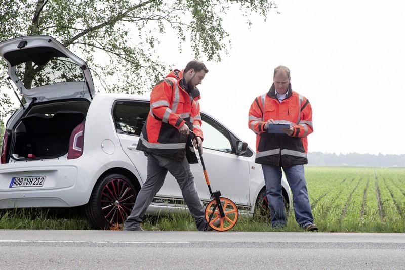 Volkswagen持續投入車輛安全研發20載,透過事故研發團隊進行現場空拍攝影、雷射光學儀器重製3D場景等創新技術,累積龐大數據作為新世代駕駛輔助系統之研發基礎。
