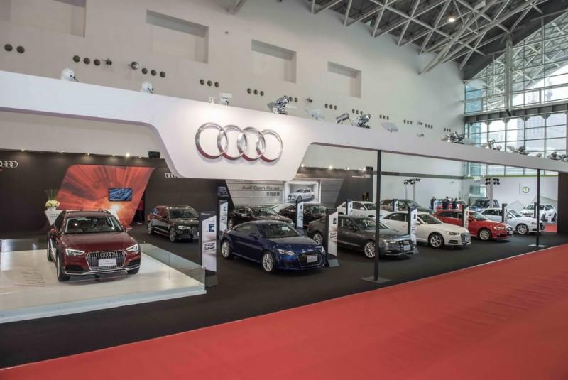 高雄世界新車大展即日起至1月2日假高雄展覽館正式登場,Audi 專屬展區由全新A4 allroad quattro強勢領軍,帶領TT雙門跑車、Q7旗艦LSUV、A6豪華科技旗艦、Q5豪華SUV、全新一代A4 B級距新標竿等10部四環旗艦車款,展現強大四環家族氣勢。